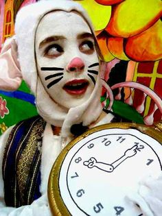ALICE IN WONDERLAND!  A fun, easy script for kids to perform!  Easy to memorize and enjoy for schools!