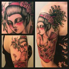 East flower #tagsforlikes #picoftheday #tattoo #tattoing #tattoer #derprinztattoer #tattoedgirl #tattoedman #tattoomilano #tatuaggi #tatuaggio #traditional #tattooblack #tattoocolor #derprinz
