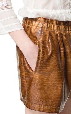 SHORT EFECTO PIEL - Pantalones - Mujer - ZARA España