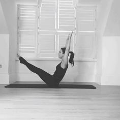 I love the #flow of this #mat sequence #rollover into #teaser into #spinestretch it challenges #corestrength #spine and #hamstring #flexibility and feels so good to open up the #lowerback  #pilatesanywhere #matpilates #mixitup #moveyourspine #moveyourbody #corestrength #lovepilates #pilates