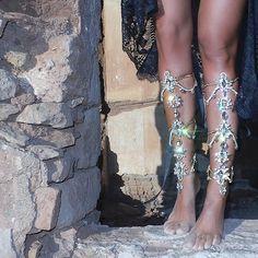 swarosvski leg chain barefoot