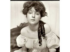 "Evelyn Nesbit in 1901, four years before she married Henry Thaw. Thaw shot and killed architect Stanford White on June 25, 1906 after he learned that White had seduced his wife when she was 16, resulting in the first trial to be dubbed ""the trial of the century."" For a John Mackie story. [PNG Merlin Archive]"