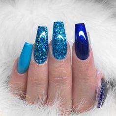 @natdhanails TAG #ShiningClaws for a repost . . . . . #hudabeauty #vegas_nay #makeupblogger #nails #nailitdaily #nailsofinstagram…