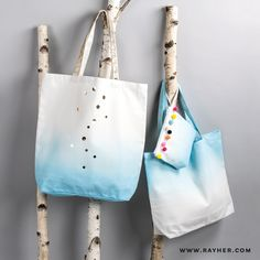 Gestalte dir deine Canvashighlights in Zukunft ganz einfach selbst.  #diy #rayher #canvas #dipdye #selbstgemacht #taschen #shopper #textil #basteln Batik, Shopper, Reusable Tote Bags, Canvas, Silk Screen Printing, Future, Homemade, Simple, Bags