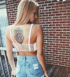 tatuajes de cara de leon en la espalda