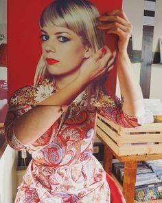 Vinyl Cover, Cover Art, Vinyl Sleeves, Face The Music, Vinyl Cd, Music Album Covers, Optical Illusions, Good Music, Art Girl