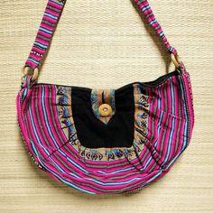 Bolsas peruanas media luna para você sempre levar a alegria com você.  Por R$ 5990  Saiba mais pelo nosso whatsapp: 13 982166299  #modaetnica #bolsa #bag #peru #hippiesoul