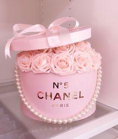 Birthday Cake Roses, Beautiful Birthday Cakes, Beautiful Cakes, Bolo Chanel, Chanel Cake, Chanel Birthday Party, Chanel Party, Fancy Cakes, Cute Cakes