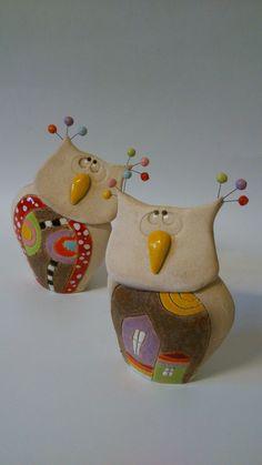 Sova domová a sova stromová Soška sovy +- 15 cm cena za jednu sovičku Ceramic Birds, Ceramic Animals, Clay Animals, Ceramic Clay, Ceramic Pottery, Cement Crafts, Clay Crafts, Cute Clay, Ceramic Figures