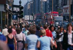 18 Sweltering Photos Of The U.K. In The Summer Of '76