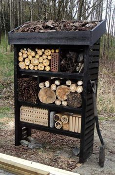DIY insect hotel for attracting beneficial bugs/insects to the garden. - DIY insect hotel for attracting beneficial bugs/insects to the garden. Garden Bugs, Garden Insects, Garden Arbor, Bugs And Insects, Bug Hotel, Permaculture, Mason Bees, Bee House, Beneficial Insects