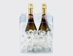 Cubitera plegable 5 botellas. Cubitera de PVC plegable con sistema de asas ocultas. Plegada mide 1 cm de grosor permitiendo un fácil almacenaje. El contacto directo con el hielo acelera el proceso de enfriamiento y aumenta la duración del hielo. Para 5 botellas de vino u otras bebidas. http://es.ideesdisseny.com/eshop/cocina/servicio-de-mesa/cubitera-plegable-5-botellas-id-736.htm
