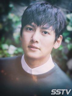 올해 데뷔 8년 차인 배우 지창욱 최근 이태원에 위치한 레스토랑에서 tvN 드라마 'THE K2'(이하 더 케이투) 종영 인터뷰를 스타서울TV와 진행했다. 그는 이번 작품을 통해 액션연기의 화룡점정을 찍었다고 봐도 과언이 아닐만큼 고난도 액션을 선보여 큰 사랑을 받았다...
