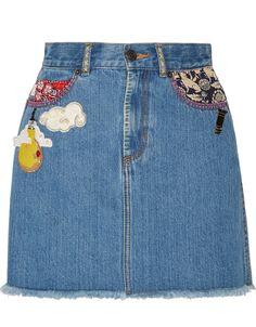 Une jupe avec des patchs