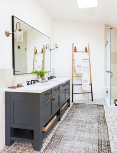 A modern master bathroom | Image via Amber Interiors
