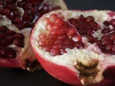 Pomegranate seeds, or arils, are a very good source of vitamin C and fiber, and contain healthy antioxidants too. A medium fruit has about 128 calories. Pomegranate Seeds, Diabetic Friendly, Fruit Salad, Health Benefits, Low Carb Recipes, Acai Bowl, Sugar Free, Raspberry, Vitamins
