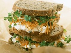 Sandwich mit Hüttenkäse, Möhren und Kresse - Kalorien: 222 Kcal - Zeit: 20 Min. | eatsmarter.de
