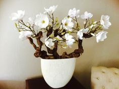 Magnoliaboom, deze word ambachtelijk gemaakt, (zonder tywraps) niet van echt te onderscheiden. Interesse? Bericht www.annefleurs.nl of kom langs bij Bellisimo Wonen & genieten in Naaldwijk. Woon je niet in de buurt, sturen hem gerust op per pakket!