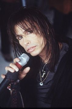 Not many people know that Steven Tyler can play the harmonica, he also plays percussion, drums, guitar and keyboard.