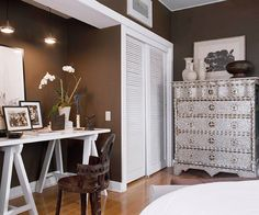 remove closet doors to create a office nook