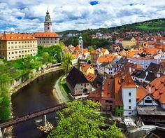 A miniature version of Prague, Česky Krumlov is an elegant small town in the South Bohemian Region of the Czech Republic | 10 Secret European Little Towns You Must Visit