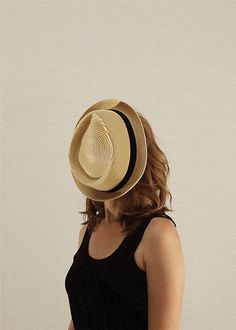 Romain Laurent's One Loop Portrait a Week - #1 Amelie Fandart and a hat The first loop of my ongoing serie which I realized I didnt post as a gif to begin wi...