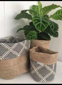 Our reversible hessian planter bags are designed to adorn you ordinary plastic planter pots and add some finer detail to your home! These reversible hessian planter bags are made to fit straight over any standard (small), (large) or (x la Diy Home Crafts, Diy Crafts To Sell, Plant Bags, Plant Covers, Plastic Planter, Plant Decor, Potted Plants, Real Plants, Burlap