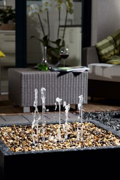 petite fontaine de jardin minimaliste simple