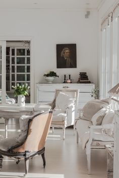 Living room. White, Chippy, Shabby Chic, Whitewashed, Cottage, French Country, Rustic, Swedish decor Idea.
