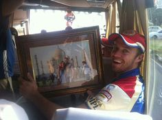 AB de villiers showing his pic with wife at taj mahal
