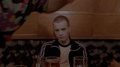 yo en típica reunión de pega pero con cerveza y síndrome de abstinencia por heroína