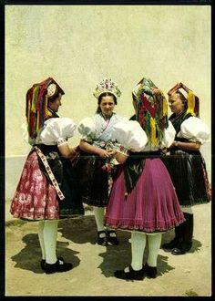 Rimóci népviselet   Képeslapok   Hungaricana Hungarian Embroidery, Folk Dance, Folk Costume, Traditional Outfits, Textiles, Bride, Budapest, Painting, Clothes