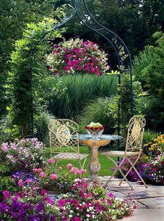 Wish this was my garden - would be there right now with some iced tea.