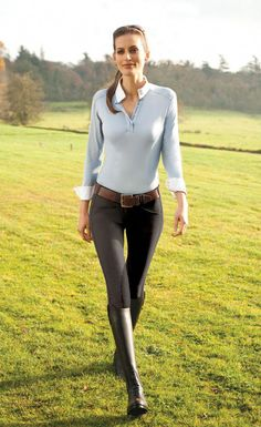 Tradition just got better - Dress to perform with confidence and style in the Tredstep Symphony Rosa Front Zip Knee Patch Breeches. Tredstep's Classic Motion Fit design . Equestrian Girls, Equestrian Outfits, Equestrian Style, Jimmy Choo, Jean Sexy, Casual Chique, Riding Pants, Elegantes Outfit, Burberry Women