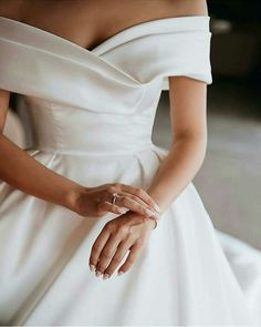 Sweetheart Wedding Dress, Dream Wedding Dresses, Bridal Dresses, Gown Wedding, Classy Wedding Dress, Modern Wedding Dresses, Wedding Dress Fabric, Satin Wedding Dresses, Wedding Rings