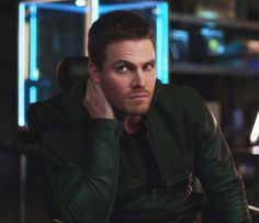 "Arrow - 2x12 - ""Tremors"" - Stephen Amell as Oliver Queen/The Arrow"