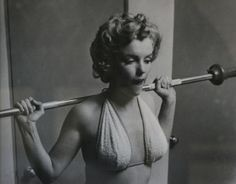 Witness the Fitness: marilyn monroe workout Fotos Marilyn Monroe, Young Marilyn Monroe, Mazzy Star, Dog Words, Philippe Halsman, Bodybuilding, Fitness Motivation, Fitness Humor, Gym Humour