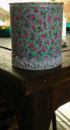Lata de leite ganhou novo visual com tecido em estampa floral.