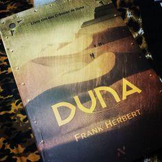 A bola da vez! Um pouco de ficção científica por favor!  #dune #frankherbert #ficcaocientifica  #book by bipiccolo