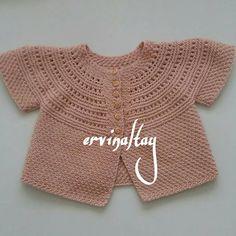 Fotoğraf açıklaması yok. Knitted Baby Clothes, Baby Knitting, Little Girls, Girl Outfits, Pullover, Tulum, Photo And Video, Crochet, Instagram Posts