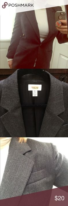Talbots women's blazer Size 6, EUC TALBOTS blazer. Shoulder pad not super distinctive, I love the look of rolling up the sleeve for a bit more business casual look. Talbots Jackets & Coats Blazers