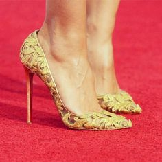 » Christian Louboutin x Alexandre Vauthier Couture Gold leaves pumps, F/W 2012. [Image: redcarpet-fashionawards] » For more Christian Louboutin shoes, please click here.
