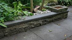 Hergebruik en recycling tuinmaterialen Waarom zouden we oude tegels weggooien als ze nog prima te gebruiken zijn. Le Roy is een man die er zijn levenswerk van heeft gemaakt om met allerlei oude bouwmaterialen een eco-kathedraal te bouwen.