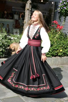 Modest Fashion, Girl Fashion, Fashion Dresses, Traditional Fashion, Traditional Dresses, Unique Dresses, Vintage Dresses, International Clothing, Anime Dress