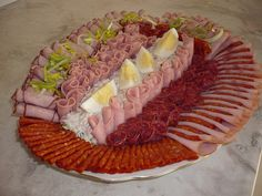 Appetizer Recipes, Snack Recipes, Appetizers, Snacks, Meat Platter, Food Plating, Charcuterie, Cobb Salad, Sushi