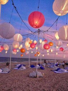 """El mes de Septiembre nos trae el """"Quedamos en... LA FIESTA"""". La aportación de @Blanco Vintage es una despedida de verano en la playa. #decoracion #interiorismo #quedamosen #fiesta #party #playa"""