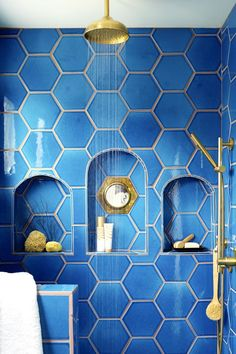 10 Small Shower Ideas That'll Make Your Bathroom Feel Spacious Mosaic Bathroom, Bathroom Plants, Bathroom Wallpaper, Master Bathroom, Mirror Bathroom, Washroom, Best Bathroom Designs, Bathroom Design Small, Bathroom Ideas