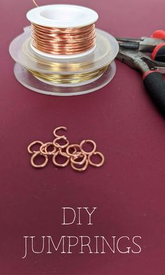Wire jewelry making skills for beginners - using copper wire to make jump rings from scratch Wire Jewelry Making, Jewelry Clasps, Jewelry Making Tutorials, Copper Jewelry, Wire Wrapped Jewelry, Copper Wire, Diy Leather Earrings, Diy Fashion Accessories, Ring Tutorial