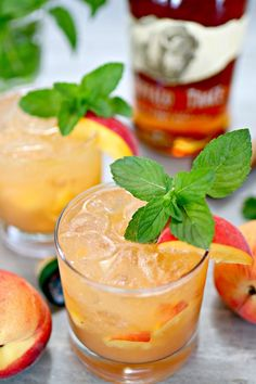 Bourbon Peach Smash Cocktail Peaches are a delicious summer staple in our home, and we also love our Kentucky bourbon. Put the two together, and you get this amazing Bourbon Peach Smash cocktail, one of the most refreshing bourbon drinks we've ever had! Peach Drinks, Bourbon Drinks, Whiskey Cocktails, Pina Colada, Beste Cocktails, Raspberry Mojito, Refreshing Summer Drinks, Alcohol Drink Recipes, Cocktail Recipes