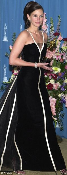 Julia Roberts wore 1982 Valentino when she won her 2001 Oscar for Erin Brockovich